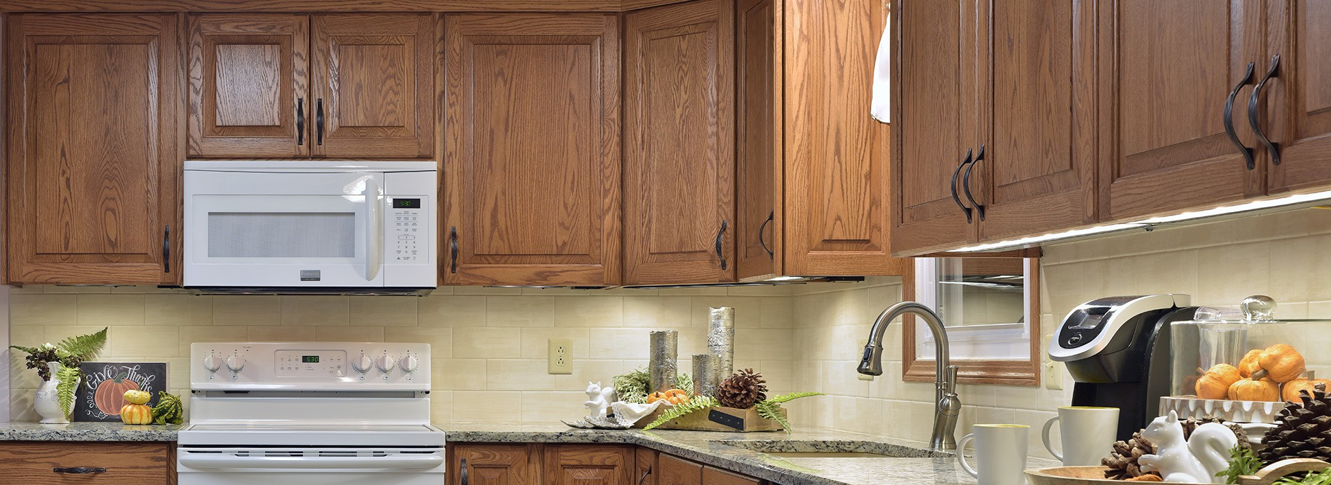 traditional_kitchen_with_backsplash