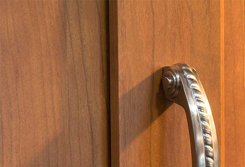 Choosing a wood species option for your cabinets